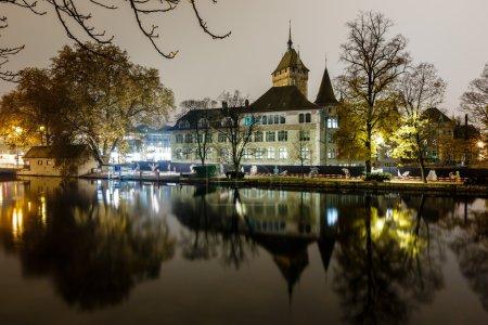 Photo pour Musée national suisse (schweizerisches landesmuseum) à zurich dans la nuit, Suisse - image libre de droit