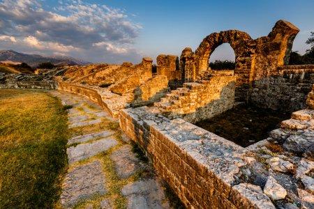 Photo pour Ruines de l'Ampithéâtre romain dans l'ancienne ville de Salona près de Split, Croatie - image libre de droit