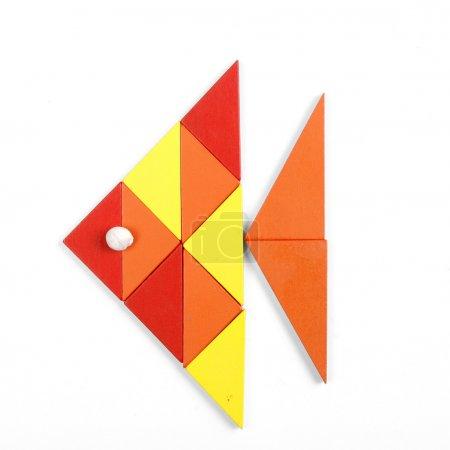 Photo pour Poisson de figures géométriques sur fond blanc - image libre de droit