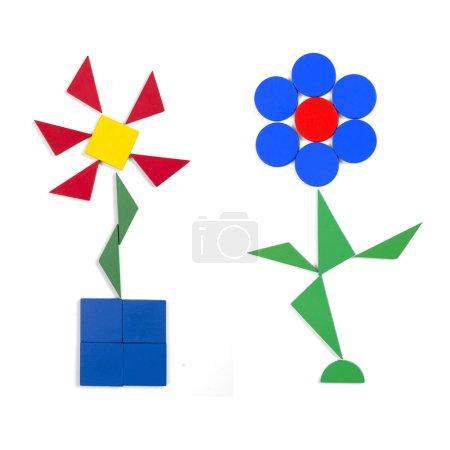 Photo pour Deux fleurs de figures géométriques sur fond blanc - image libre de droit