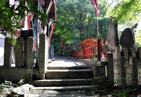 Photo pour Sanctuaire Fushimi Inari-taisha à Kyoto, Japon, Ce sanctuaire dédié au dieu du riz et du saké - image libre de droit