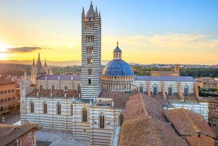 coucher de soleil vue panoramique de Sienne. historique de la cathédrale duomo. Toscane