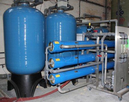 Photo pour Une usine d'eau de chaudière à vapeur industrielle pour la fabrication d'eau de bonne qualité - image libre de droit