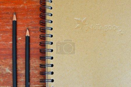 cuaderno y un lápiz