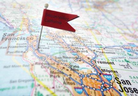 Foto de Mapa de silicon valley de california con bandera roja pin - Imagen libre de derechos