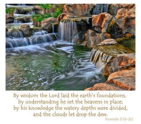 """Photo pour Proverbes 3 : 19-20 dit : """"Par la sagesse, le Seigneur a posé les fondements de la terre, par l'intelligence, il a mis les cieux en place ; par sa connaissance, les profondeurs aqueuses ont été divisées, et les nuages ont laissé tomber la rosée ."""" - image libre de droit"""