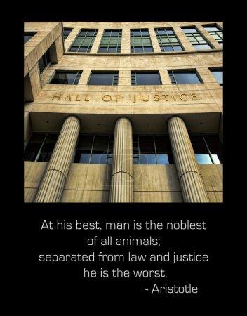 """Photo pour """"À son meilleur, l'homme est le plus noble de tous les animaux, séparé de la loi et de la justice, il est le pire."""" - Aristote - image libre de droit"""