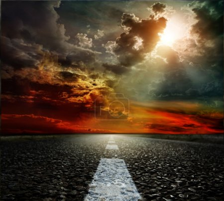 Photo pour Paysage route, nuages et ciel bleu - image libre de droit