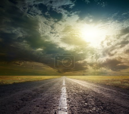 Photo pour Route de campagne à travers la steppe - image libre de droit