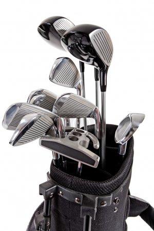 Photo pour Une variété de clubs de golf en acier en sac sur fond blanc - image libre de droit