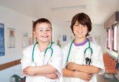 Několik mladých lékařů