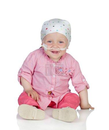 Photo pour Adorable bébé avec un foulard, battant la maladie isolée sur fond blanc - image libre de droit
