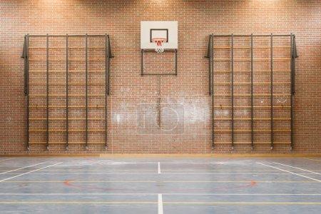 Photo pour Intérieur d'une salle de gym à l'école, Hollande - image libre de droit