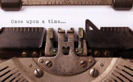 Foto de Vintage inscripción hecha por la vieja máquina de escribir, una vez... - Imagen libre de derechos