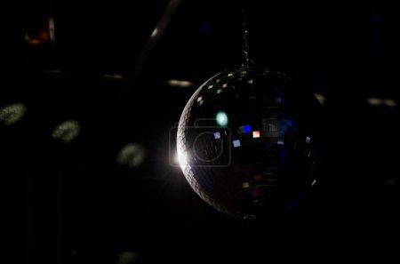 Photo pour Lumières de fête boule disco - image libre de droit