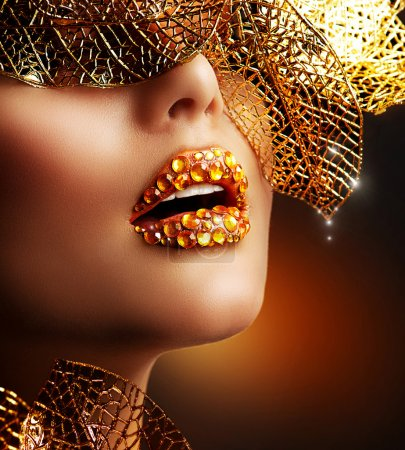 Luxury Golden Makeup. Beautiful Professional Holiday Make-up