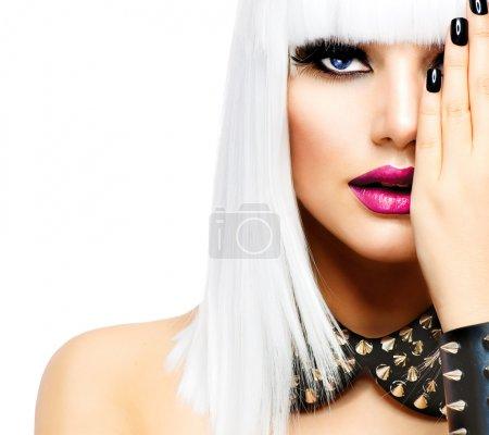 Photo pour Fille de mode de beauté. femme de style punk isolée sur blanc - image libre de droit
