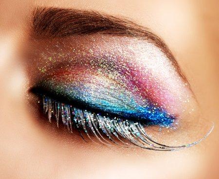 Photo pour Beau maquillage de vacances des yeux. Faux cils - image libre de droit