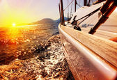 Постер Парусная яхта против яхты на закате