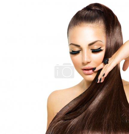 Photo pour Beauté mode fille aux cheveux longs. manucure trendy caviar noir - image libre de droit