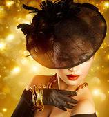 Glamour žena portrét dovolená zlaté pozadí
