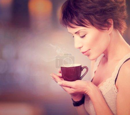 Coffee. Beautiful Girl Drinking Tea or Coffee