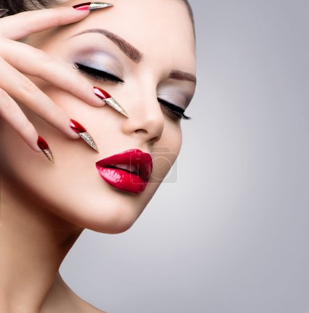 Photo pour Fashion Beauty Model Girl. Manucure et maquillage - image libre de droit