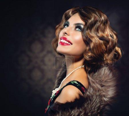 Photo pour Portrait de femme rétro. Photo de style vintage - image libre de droit