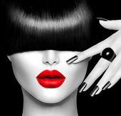 """Постер, картина, фотообои """"мода девушка модель с модные прически, макияж и маникюр"""""""