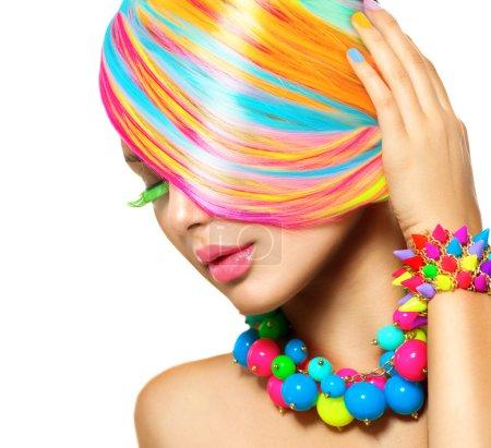 Photo pour Portrait de fille de beauté avec maquillage coloré, cheveux et accessoires - image libre de droit