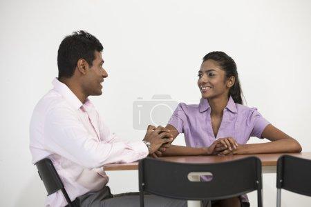 Indische Geschäftskollegen bei einem Meeting