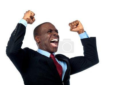 Photo pour Entrepreneur excité serrant les poings - image libre de droit