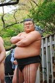 Egy azonosítatlan szumó birkózó versenyben Yasukuni Shrine