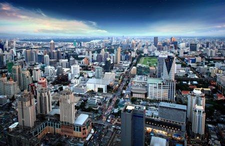 Photo pour Vue sur la ville de bangagara la nuit avec des gratte-ciel - image libre de droit