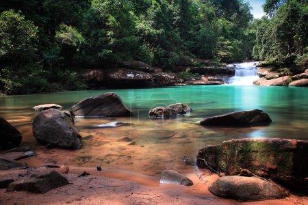 Photo pour Cascade dans le parc national thaïlandais - image libre de droit