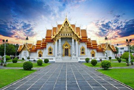 Photo pour Architecture traditionnelle thaïlandaise, temple de Wat Xoaborphit ou de marbre, Bangkok - image libre de droit