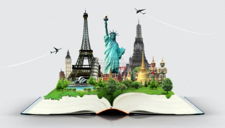Photo pour Livre de voyage carte du monde - image libre de droit