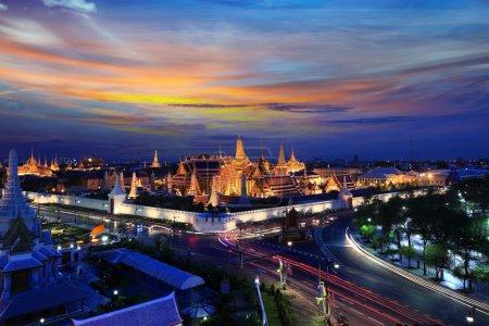 Photo pour Grand palais au crépuscule à Bangkok, Thaïlande - image libre de droit