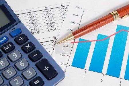 Photo pour Solde et résultats de calcul d'une comptabilité d'entreprise - image libre de droit