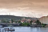 Deštivé panoráma Prahy