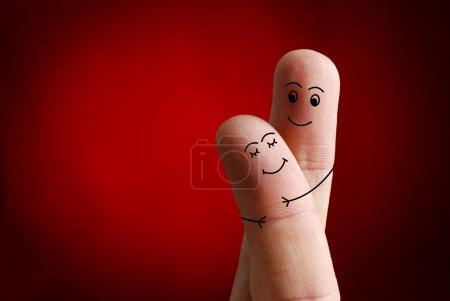 Photo pour Un couple heureux en amour avec smiley peint, Saint Valentin - image libre de droit