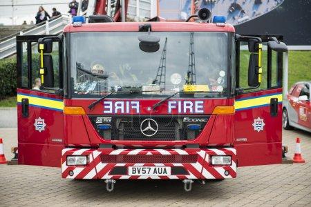 Photo pour Londres, Uk - 20 octobre : Détail des pompiers britanniques. Pompiers du monde entier se sont réunis pour démontrer leur talent au défi mondial de sauvetage, à l'Exce - image libre de droit