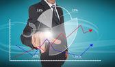 Podnikatel dotýká futuristické výsečového grafu rozhraní