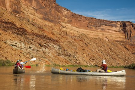Family fun on desert river in canoes
