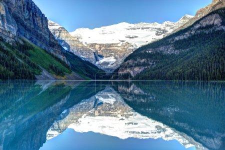 Photo pour Lac Louise dans le parc national Banff, Canada - image libre de droit