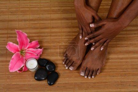 Photo pour Femme, passer la journée dans un spa - image libre de droit