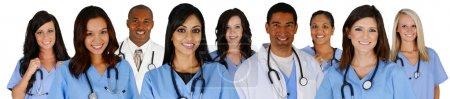 Photo pour Groupe de médecins et infirmières sur un fond blanc - image libre de droit