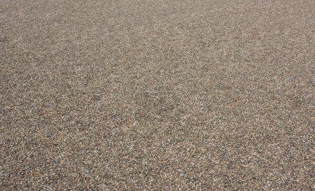 Photo pour Texture de gravier et de sable sur le toit vert avant l'herbe - image libre de droit
