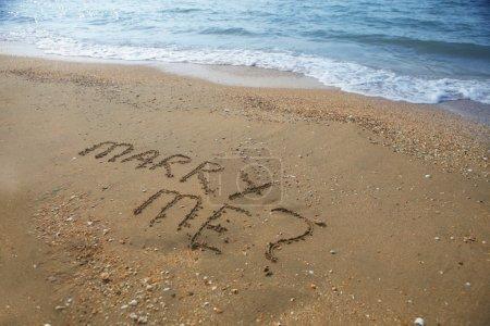 me marier rédigés sur la plage de sable fin