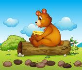 Medvěd, posadil se na kmen stromu